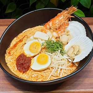 KIDS EAT FREE!<br>Seafood Singapore Laksa