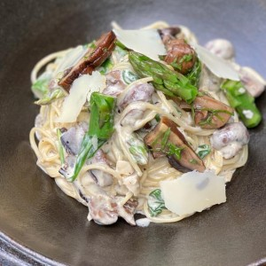 LUNCH DEALS - FREE DESSERT!<br>Mushroom, Asparagus, Spinach & Truffle Cream Spaghettini